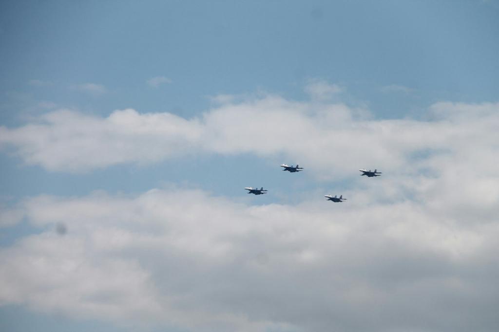 «Русские витязи» впервый раз показали фигуры высшего пилотажа вЯрославле