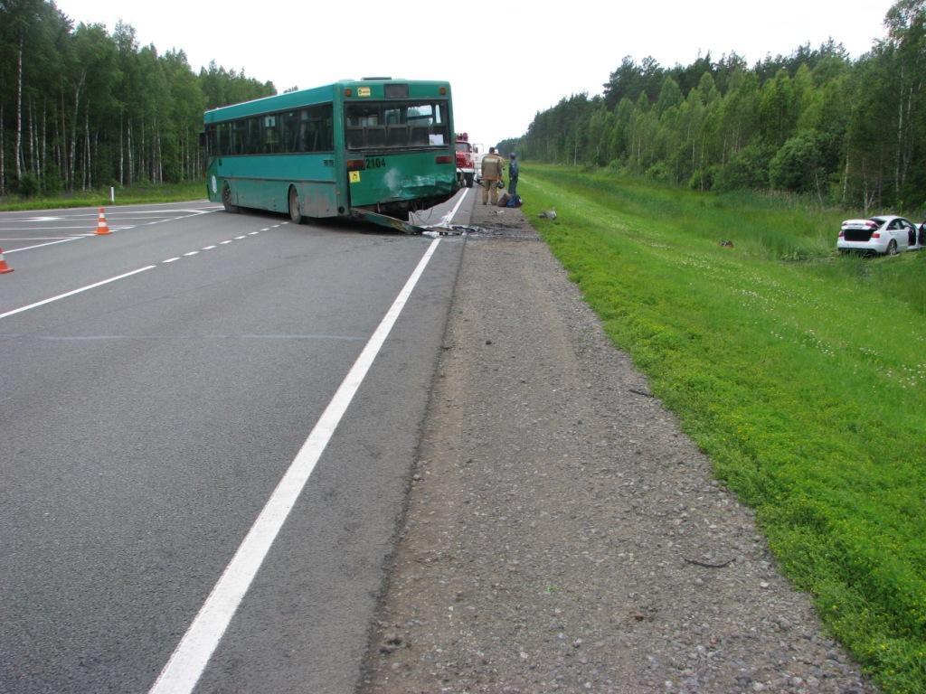 Под Вологдой ярославец умер вжутком ДТП сучастием автобуса илегковушки