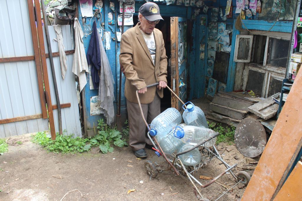 Помощь всем миром: ярославский ветеран из развалившейся избушки переедет в новый дом