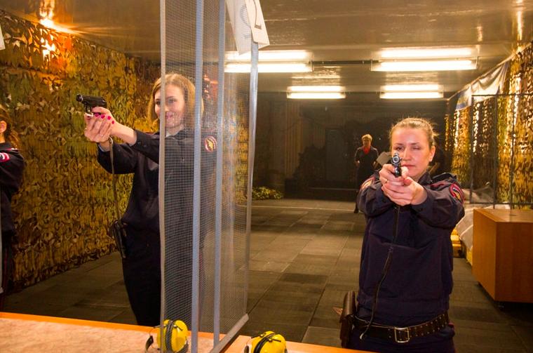 Ярославские женщины-полицейские боролись зазвание лучшей впрофессии— Вооружённые красотки