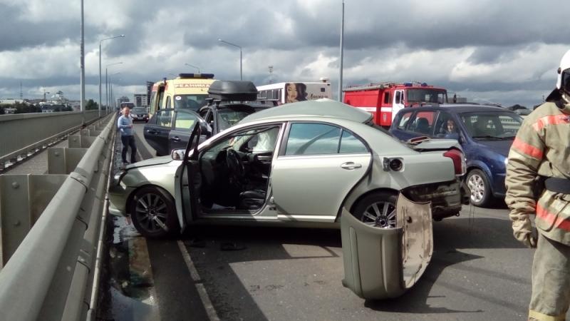 Серьезная авария произошла сегодня наоктябрьском мосту вЯрославле