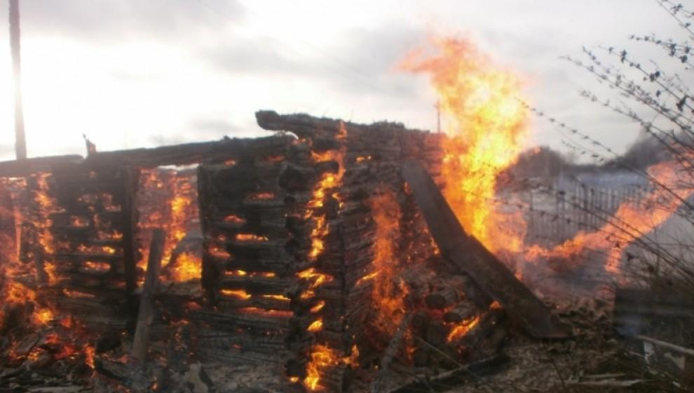 В Ярославской области в деревне Головино сгорела баня