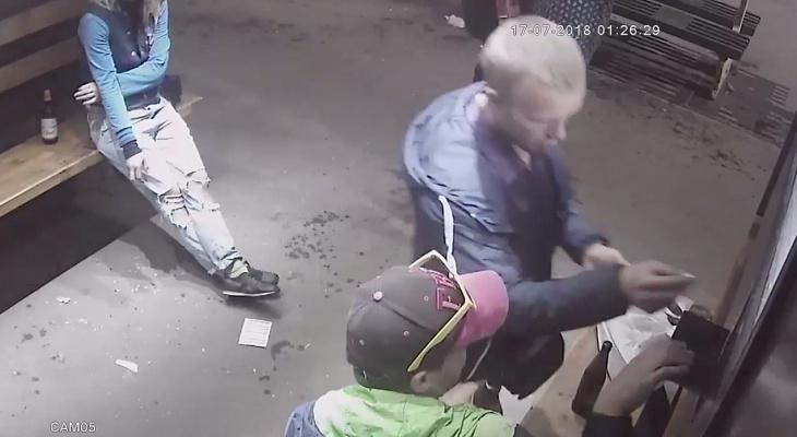 Появилось видео, как толпа молодёжи разносит Рыбинск