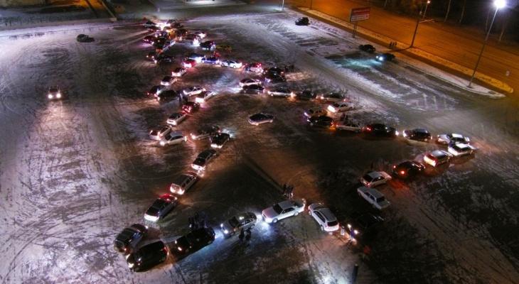 """""""ДПС хотели поучаствовать"""": новогодний флешмоб устроили автолюбители из Рыбинска. Видео"""