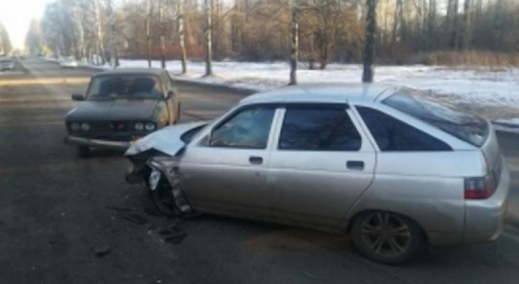В тройном лобовом ДТП пострадали ярославцы