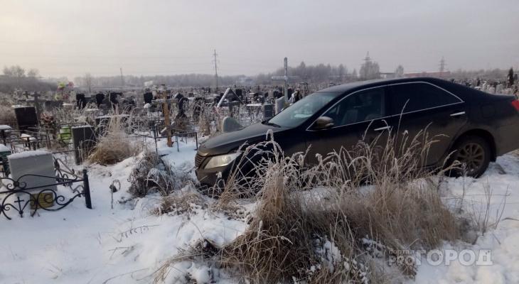 Колесами в могилу: пьяное ДТП на кладбище шокировало ярославцев