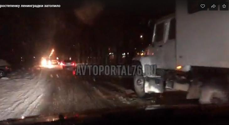 Ленинградский проспект затопило в Ярославле: в чем причина