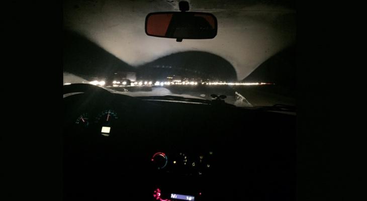 Километровые пробки: фура влетела в отбойник и перекрыла дорогу в Ярославль