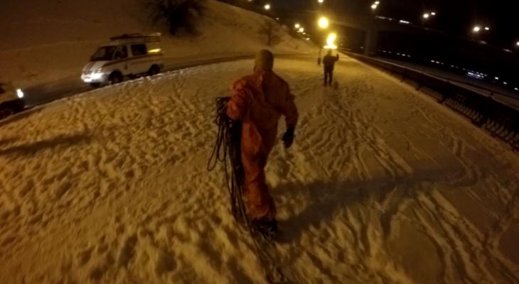 Трагедия в Ярославле: КАМАЗ с людьми ушел под лед