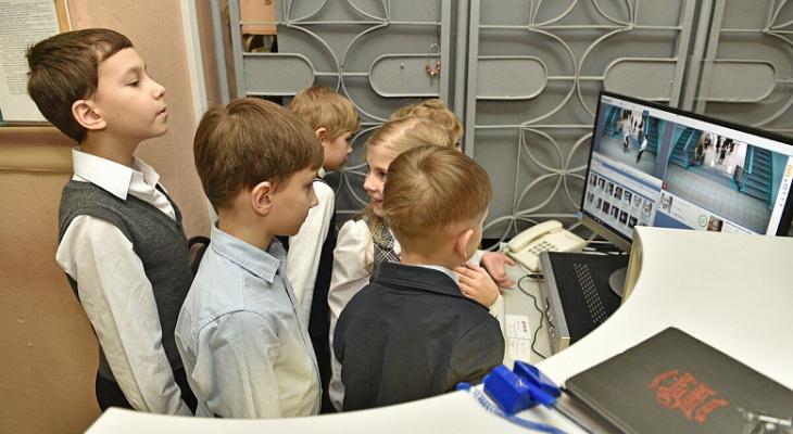 """Детки """"под колпаком"""": систему распознавания лиц установили в школе Ярославля"""