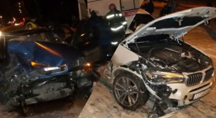 В страшной аварии под Ярославлем пострадали люди. Кадры с места