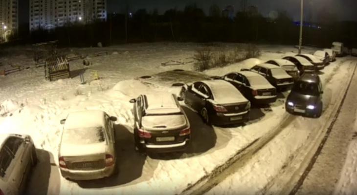 """""""Либо месть, либо пьяный за рулем"""": авто-дерби устроил на парковке ярославец. Видео"""