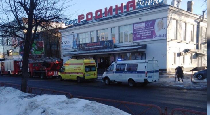 Новая эвакуация: спецслужбы окружили ТЦ в центре Ярославля