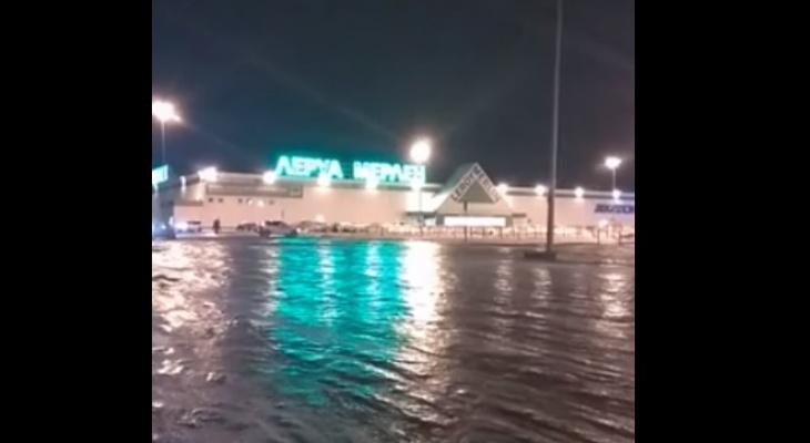 В Ярославле эвакуировали крупный торговый центр: что говорят очевидцы