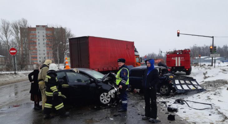 Людей доставали спасатели: оба авто раскурочило в ДТП на Фрунзе