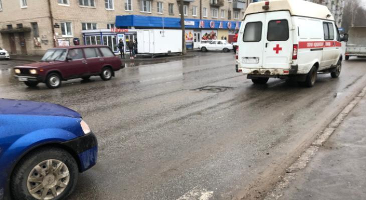 Визг тормозов и крик прохожих: иномарка сбила девушку на переходе в Рыбинске