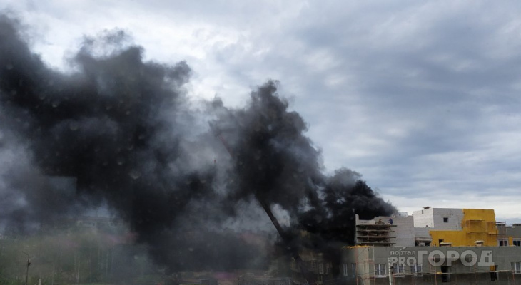 Все здание в черном дыму: в Ярославле загорелся детский сад