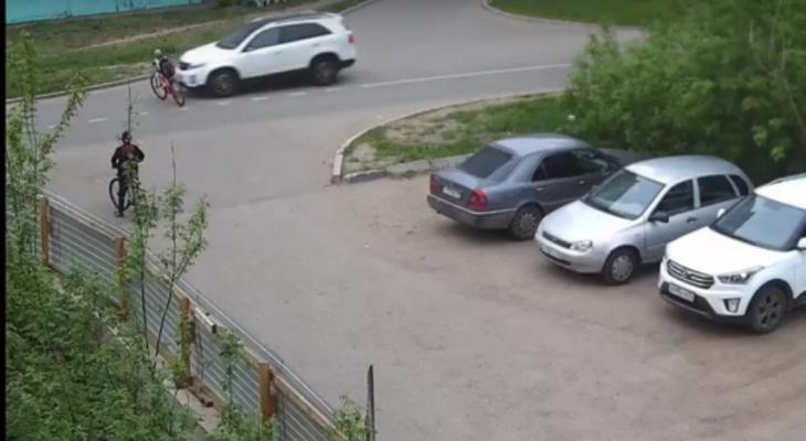 Головой в лобовое: иномарка на скорости сбила школьника в Ярославле. Видео