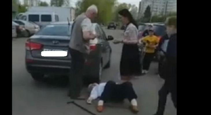 """""""Современный фашизм"""" и пробитая голова из-за парковки: ярославну, избившую бабушку, проверяют"""