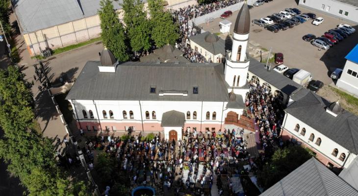 Сотни молящихся собрались у соборной мечети: как прошел Ураза-байрам в Ярославле