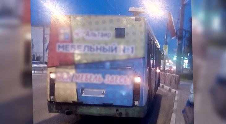 Закурил и убежал: выходка водителя автобуса заставила ярославцев платить дважды