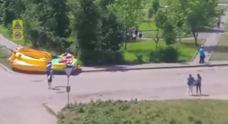 Годовалую малышку с батутом унесло ветром на провода: подробности ЧП в Рыбинске