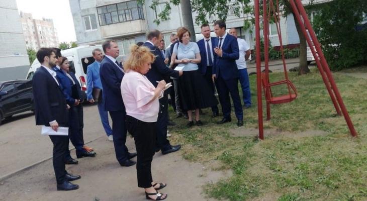 Путин отправил своего помощника проверить ярославские дворы