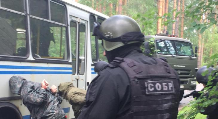"""Спецслужбы освободили туристов от """"террористов"""" в Мышкине"""