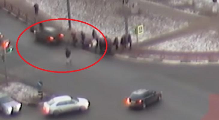 Переломал девушкам кости: в Ярославле водитель-наркоман влетел в толпу
