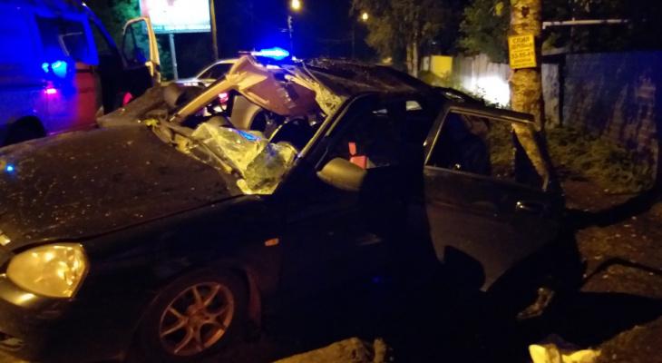 Выбраться из авто не смог: подробности жесткого ДТП в Ярославле