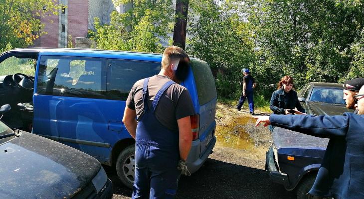 Подвели трудяги: работники автосервиса рассекретили должника в Ярославле
