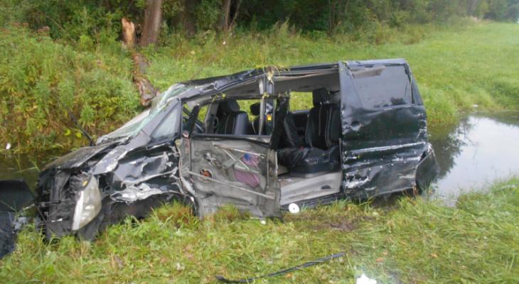 Авто превратилось в груду металла: четверо пострадали в страшном ДТП под Ярославлем