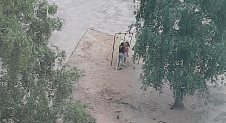 """""""Дети пойдут на стройки и гаражи"""": урбанист о сносе детских городков в Ярославле"""