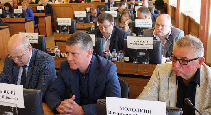 """""""Для своих"""": в Ярославле увеличат пенсию... чиновникам"""