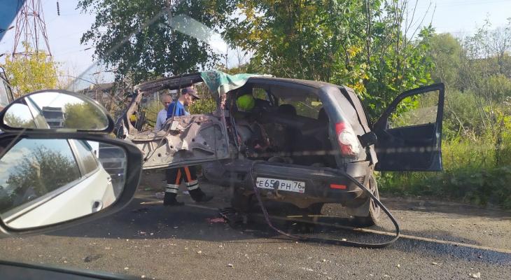 Салат раскидало по дороге, трое в больнице: подробности ДТП у Добрынинского моста