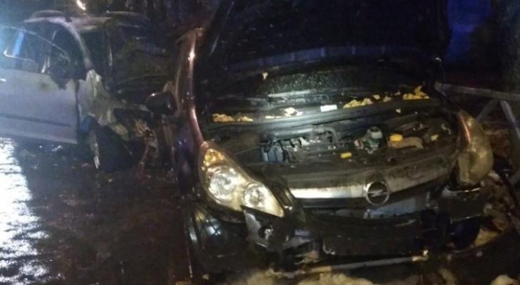 Вспыхнули после удара: в массовом ДТП в Ярославле сгорели четыре авто