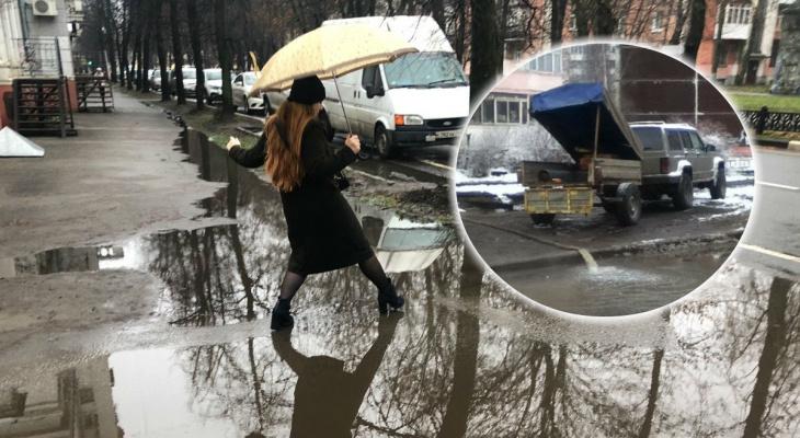 """""""Город топят специально"""": почему ярославцы ходят по улицам по колено в воде"""
