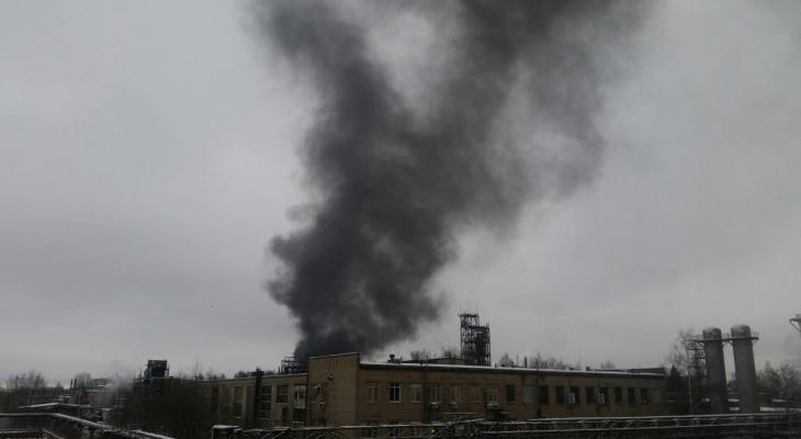 Черный дым видно в любой точке города: что горит в Ярославле