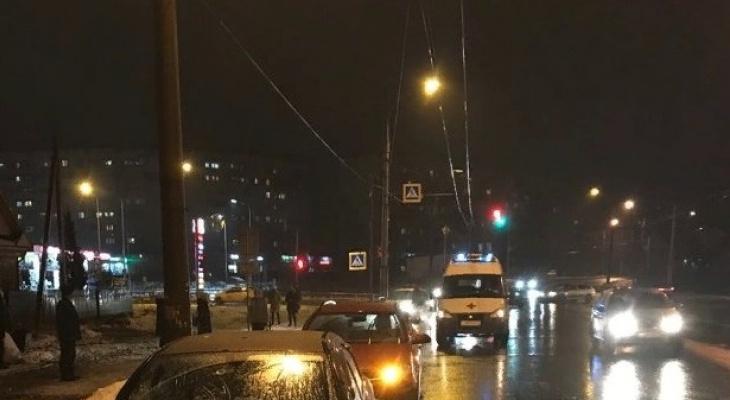 Детей увезли на скорой: подробности массового ДТП в Ярославле