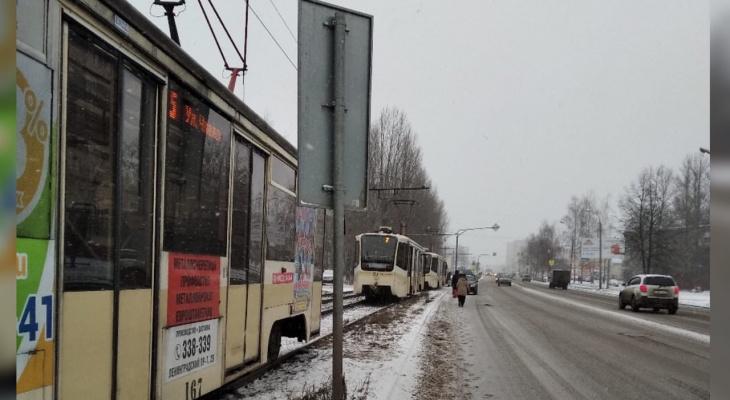 «Яжматери не пройдут»: в Ярославле намертво встали трамваи
