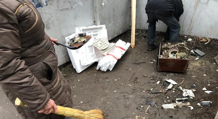 Копаемся в мусоре за гроши: коммунальщица рассказала, сколько получают дворники в Ярославле