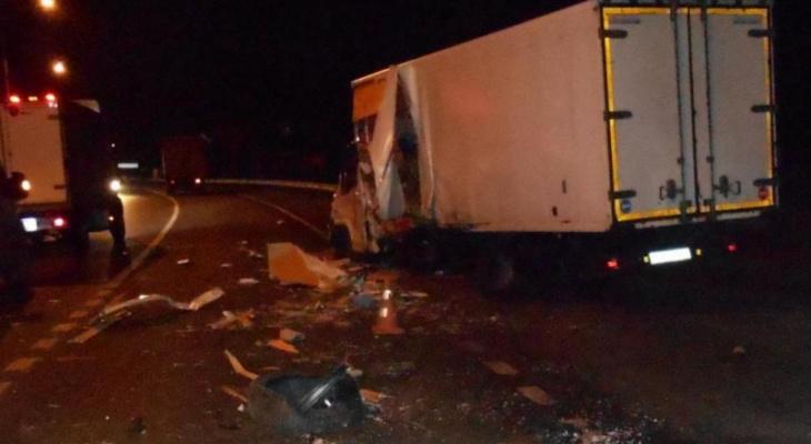 Кабину разорвало: подробности жесткого ДТП на трассе под Ярославлем
