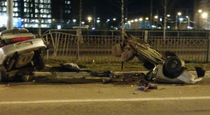 Авто на Фрунзе разорвало напополам: что стало с водителем