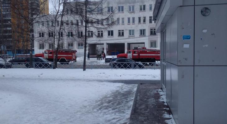 Спецслужбы окружили поликлинику в Ярославле