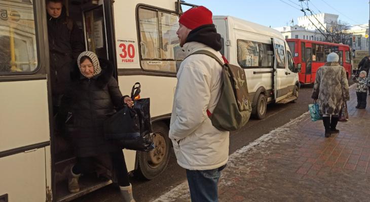 Крепкий мужик выгнал старушку: подробности скандала в ярославской маршрутке