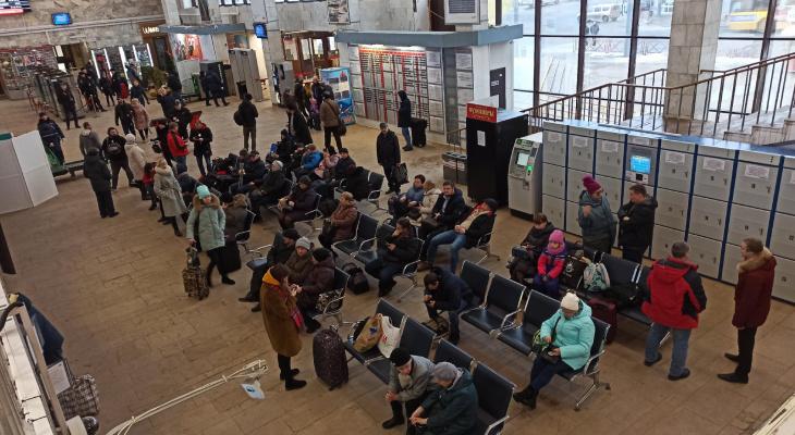 В майские - дома: в РЖД отменили более 50 поездов на праздники и лето
