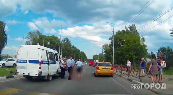 Под колесами - трехлетний малыш: женщину с ребенком сбили в Рыбинске