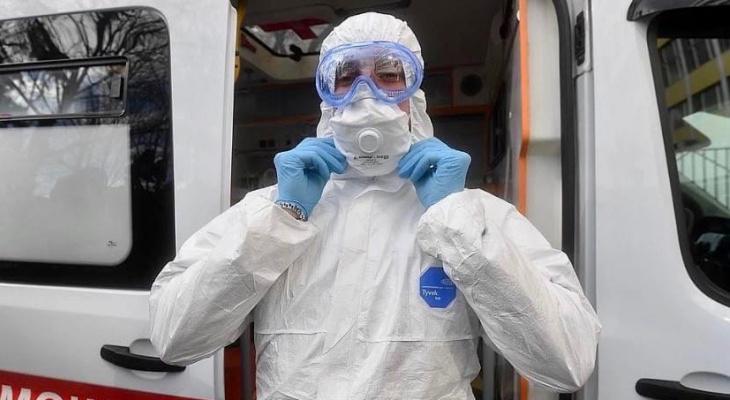 Смерть мужчины не помешала снять маски: назвали новые цифры по коронавирусу в Ярославской области