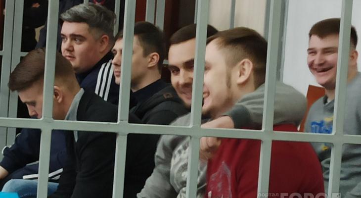 """Четырнадцать подсудимых за раз: в Ярославле возобновили """"пыточное дело"""""""