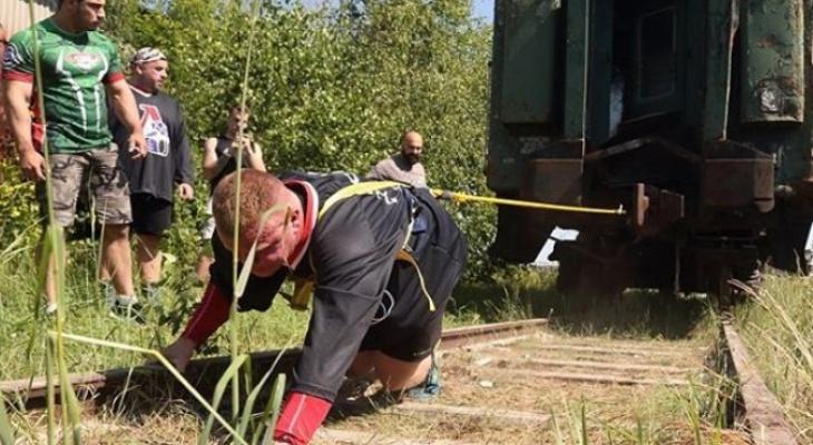 "50 тонн за 76 секунд: силач из Ярославля ""отбуксировал"" вагон поезда"